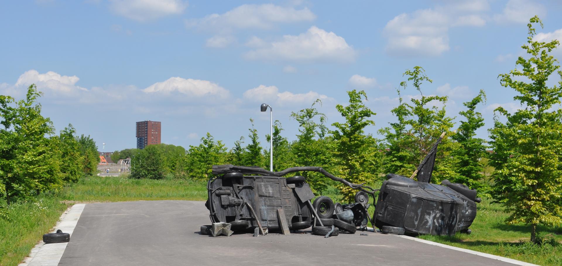 foto van kunstwerk in maximapark barricade